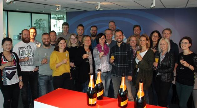 Das Team feiert die neuen Eigentümer BK-Invest (c) atms